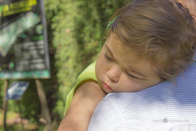 Emma decide echar una siestecita en el Botánico