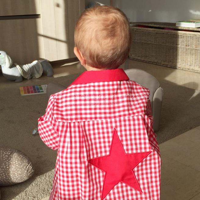 Martín con babi personalizado estrella roja de tutete