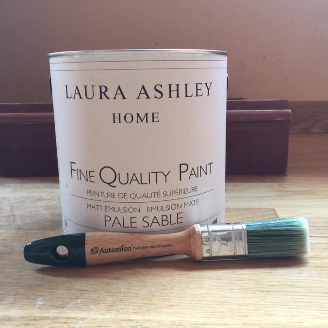 Pintura de Laura Ashley y brocha Auténtico, de Crea Decora Recicla